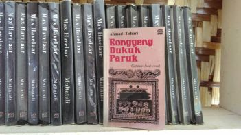 Novel Ronggeng Dukuh Paruk karya Ahmad Tohari