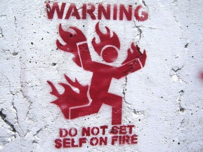 funny-warning-sign-do-not-set-self-on-fire