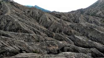 Punggungan gunung sekitar kawah Bromo